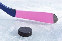 Lodowy hokejowy kij i krążek hokojowy Obraz Royalty Free