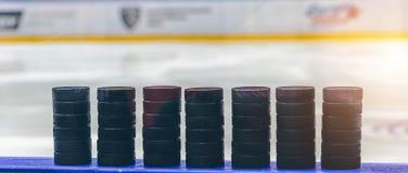 Lodowy hokejowy krążek hokojowy zdjęcia stock