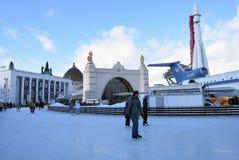 Lodowy lodowisko przy VDNHA parkiem w Moskwa fotografia royalty free