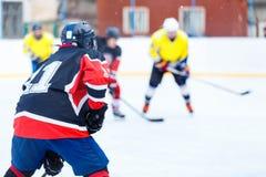 Lodowy mecz hokeja na lodowisku Zdjęcie Stock