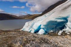 Lodowy przód Svartisen lodowiec w Norwegia z jeziorem Obrazy Royalty Free