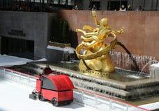Lodowy wynurzać się przy Lodowym lodowiskiem przy Rockefeller centrum w środku miasta Manhattan Zdjęcie Royalty Free
