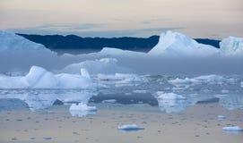 Lody i g?ry lodowe obraz stock