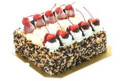 Lody tort z wiśnią na wierzchołku Zdjęcia Royalty Free
