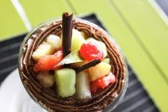 Lody z owocową brają Stołowy położenie w restauraci fotografia royalty free