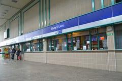 lodz poland Biljettkontor på järnvägsstationen Fotografering för Bildbyråer