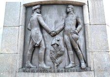 Lodz, Polen Ein Flachrelief mit Tadeusz Kosciusko- und George Washington-Bild Fragment eines Monuments von Kosciusko lizenzfreie stockfotos
