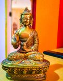 Loedbudhha op een lijst royalty-vrije stock afbeeldingen