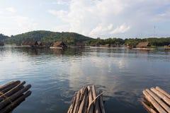 Loei 11月15日在槐Krathing的浮游物木筏有11月15,2015的未认出的人的在Loei,泰国 旅游胜地lo 免版税库存图片