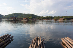 Loei-November 15 flöteflotte på Huai Krathing med oidentifierat folk på November 15,2015 i Loei, Thailand lo för turist- dragning Royaltyfria Bilder