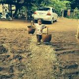 Loei, Tailândia 10 de agosto de 2014: trabalho das crianças Fotografia de Stock Royalty Free