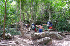 Loei, Tailândia - 27 de janeiro de 2017: Posse de Sherpas a pertença walkin foto de stock
