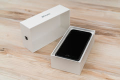Loei, Tajlandia Listopad 07, 2016: Nowy Jabłczany iPhone 7 unboxing n Fotografia Stock