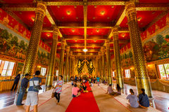 LOEI, THAILAND 28. JUNI: Gold Buddha in Tempel Neramit Wipatsana Lizenzfreies Stockbild