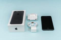 Loei Thailand November 07, 2016: Ny Apple iPhone 7 unboxing n Arkivbild