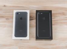 Loei Thailand November 07, 2016: Ny Apple iPhone 7 unboxing n Royaltyfri Bild
