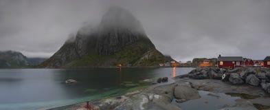 从Lofoten海岛的Hamnøy村庄 库存照片