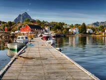 Lofoten, деревня Kabelvag, прибрежный ландшафт Стоковая Фотография
