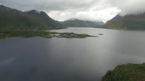 Lofoten-Halbinsel und Fjordantenne stock video