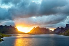 Lofoteneilanden bij zonsondergang Stock Afbeelding
