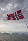 Lofoteninsel und norwegische Flagge 图库摄影