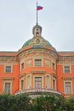 Loft av den östliga fasaden av den Mikhailovsky slotten i St Petersburg, Ryssland Royaltyfri Foto