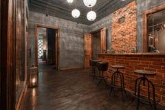 Loft el estilo que el acero preside en barra en el café y el restaurante Foto de archivo libre de regalías