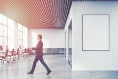 Loft o escritório do espaço aberto do branco, cartaz, pessoa Imagens de Stock Royalty Free
