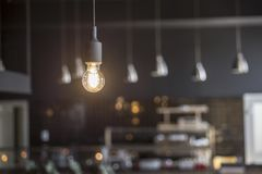 Loft stylowej wiszącej drucik lampowej żarówki dekoraci rocznika starego mod Fotografia Royalty Free