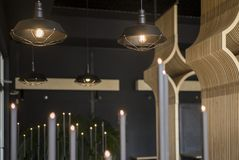 Loft stylowej wiszącej drucik lampowej żarówki dekoraci rocznika starego mod Obrazy Royalty Free