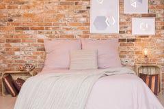 Loft sypialnia z ściana z cegieł Obrazy Royalty Free