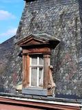 Loftfönstret i den gamla stilen Royaltyfri Fotografi