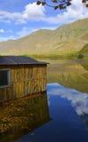 Log cabin and lake Royalty Free Stock Photos