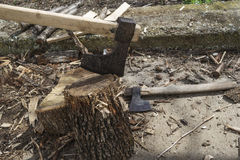 Log fire wood and old axe Royalty Free Stock Photos