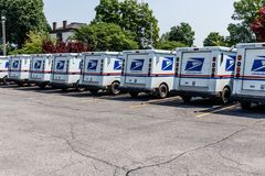 Logansport -大约2018年6月:USPS邮局邮车 邮局对提供邮件交付III负责 免版税库存图片