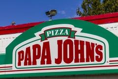 Logansport -大约2016年10月:爸爸约翰的外卖薄饼餐馆我 免版税图库摄影