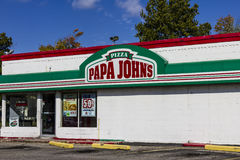 Logansport - Circa October 2016: Papa John's Take-Out Pizza Restaurant II Royalty Free Stock Images
