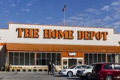 Logansport - Circa Oktober 2016: Home Depot läge Home Depot är den största hemförbättringåterförsäljaren i USA-droppen Royaltyfria Bilder