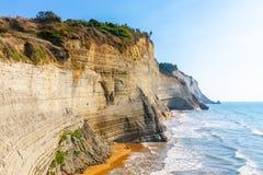 Logas海滩和惊人的岩石峭壁在Peroulades corfu 希腊 库存图片