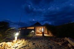 Loge dans les déserts de touristes de réception de la Namibie et nature en parcs nationaux photos stock