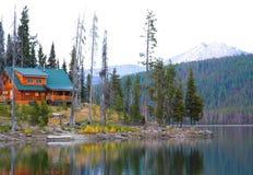 loge de lac d'élans Image libre de droits