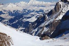 Loge de montagne dans les Alpes photos libres de droits