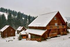 Loge de montagne L'hiver image libre de droits