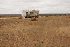 Logement abandonné dans le désert Photographie stock