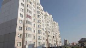 Logement bon marché près de nouveau microdistrict nouveau Borovaya banque de vidéos