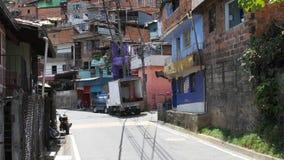 Logement d'Adobe dans le quartier défavorisé en Amérique latine clips vidéos