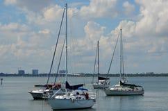 Logement et Live Aboard Sailboats photo libre de droits
