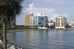Logements de bord de mer sur le compartiment de Sarasota Photo stock