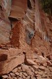Logements de falaise indiens de Sinagua Image stock