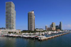 Logements le long de marina de Miami Beach Photos libres de droits